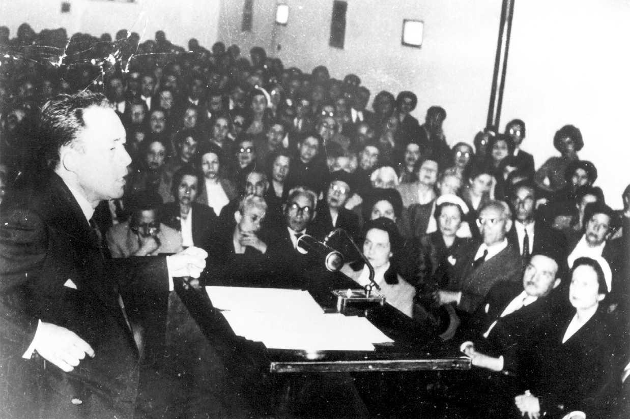 Un moment de la conferència d'Albert Camus