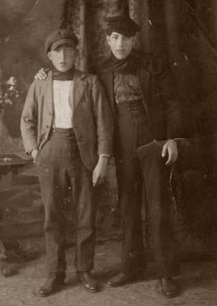 Charles Aigon (dreta) [ca. 1920] [militants-anarchistes.info]