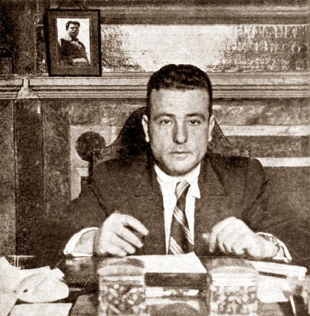 Marcos Alcón Selma al seu despatx de la Secretaria de la Junta de Seguretat (Barcelona, 1937)