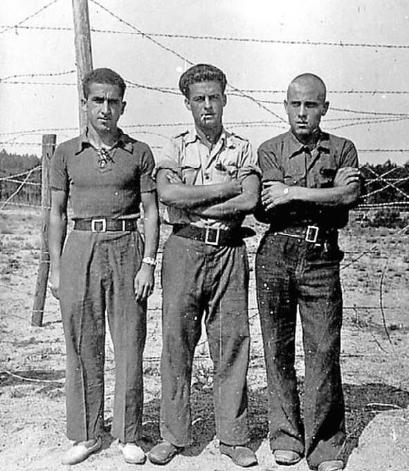 Frederic Barberan Segura, Francesc Benaiges Ferrer i Lluís Alerany Sarroca al camp de concentració de Barcarès, però no podem identificar qui és qui