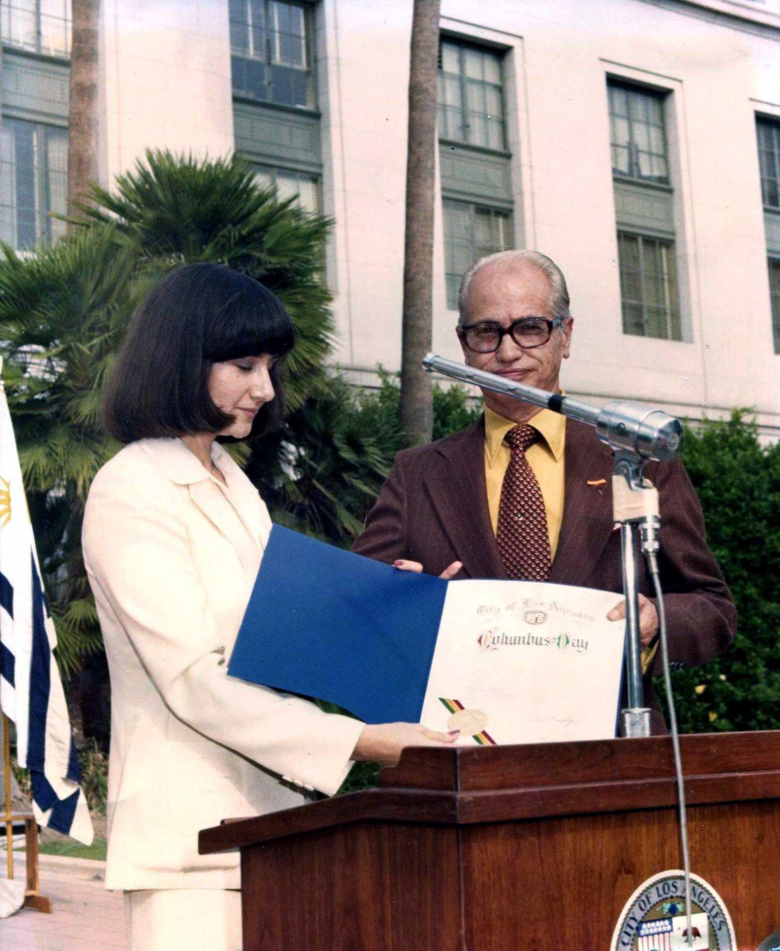 Armando del Moral en una celebració de la Festa de la Hispanitat organitzada per la Casa d'Espanya (Los Angeles, anys setanta)
