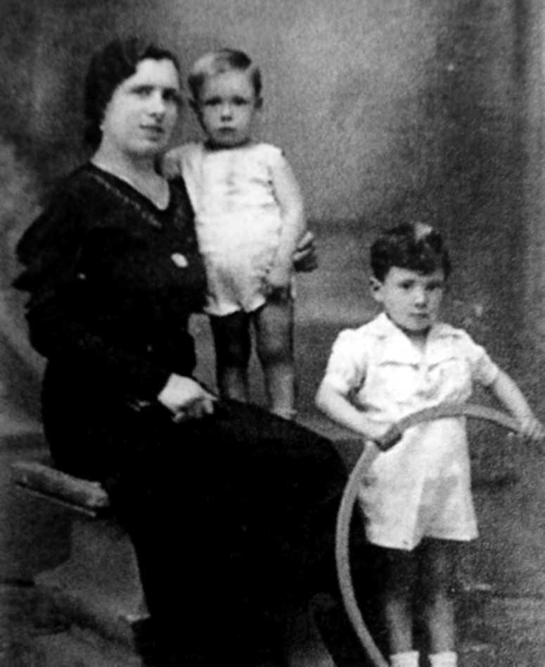 Josefa Barreiro González amb sos fills