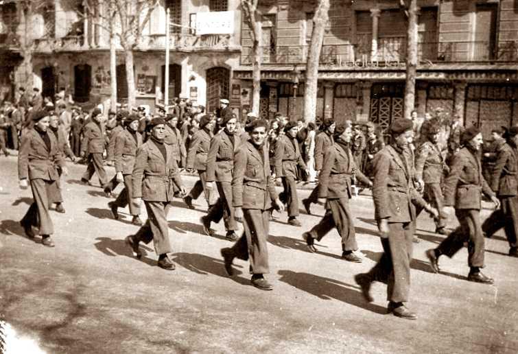 Membres del Batalló de la Mort desfilant per Barcelona (14 de març de 1937)