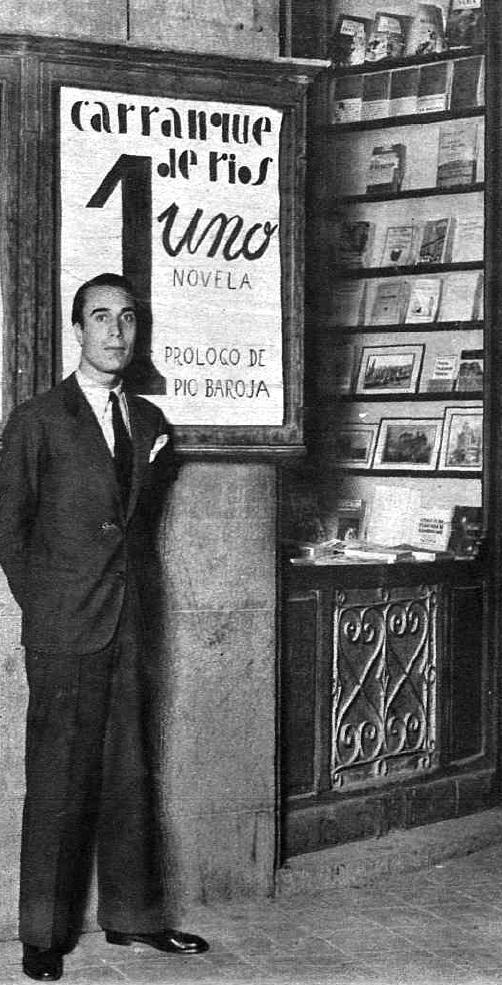 Carranque de Ríos durant la promoció de la seva primera novel·la (1934)