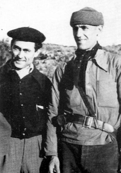 Antonio Casanova (esquerra), amb Simón Radowitzky, al front d'Aragó (1937)