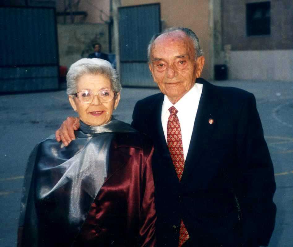 Amadeo Casares Coloner i sa companya Paquita (2001)