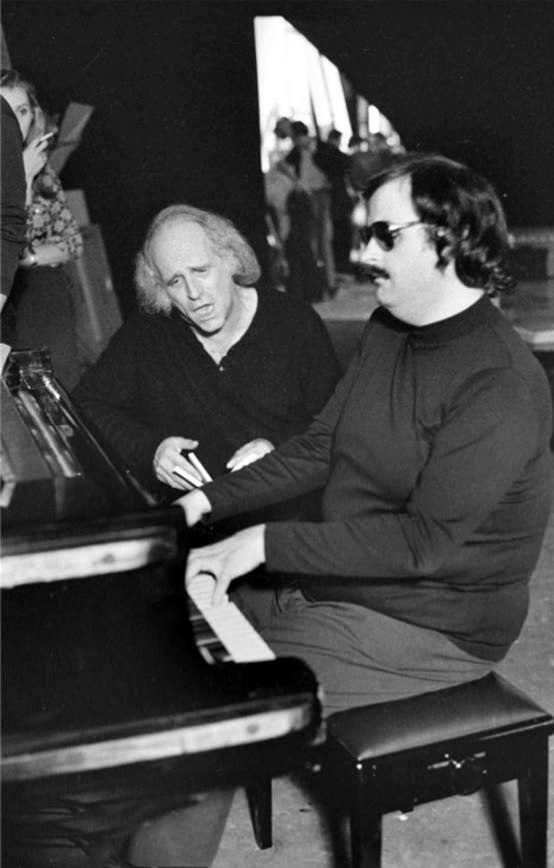 Paul Castanier (dreta) amb Léo Ferrer durant un assaig (1970) [Foto Dominique Lacout]