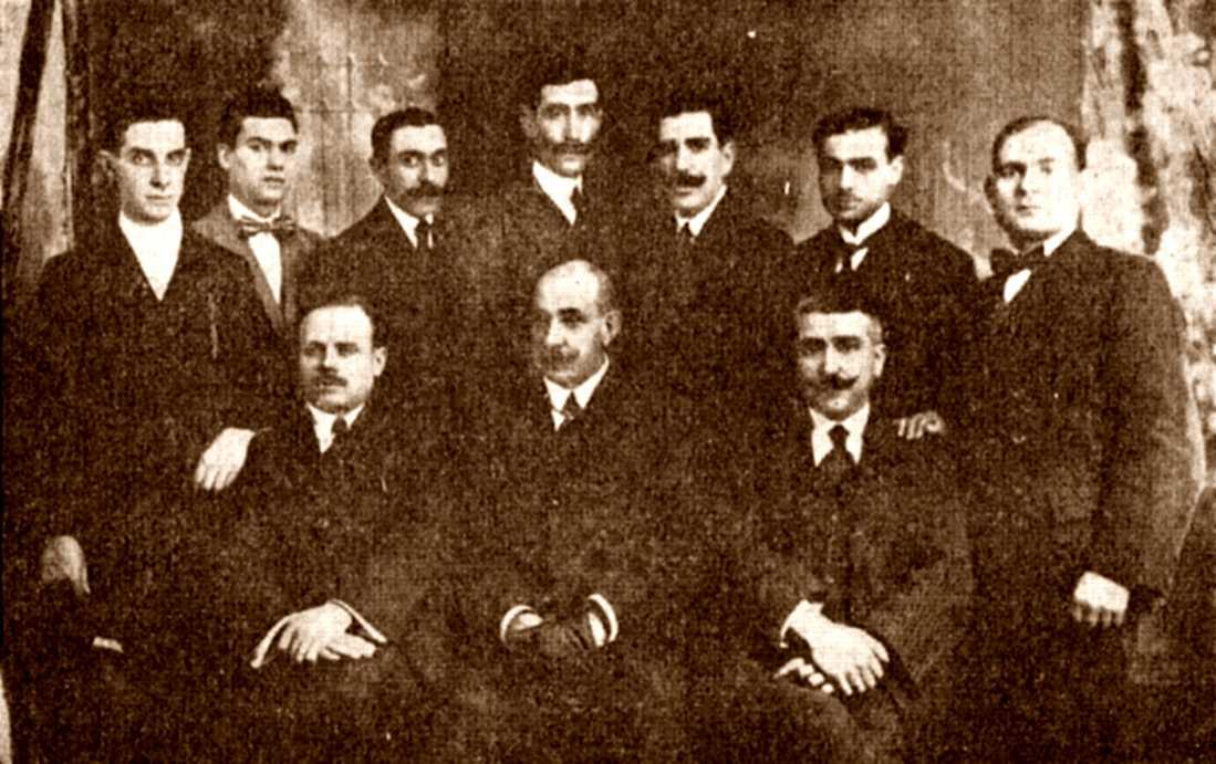 Grupo de cenetistas de la Junta de Defensa de los Servicios de Correos de Barcelona.  Tomás Castellote Benito es el primero por la derecha