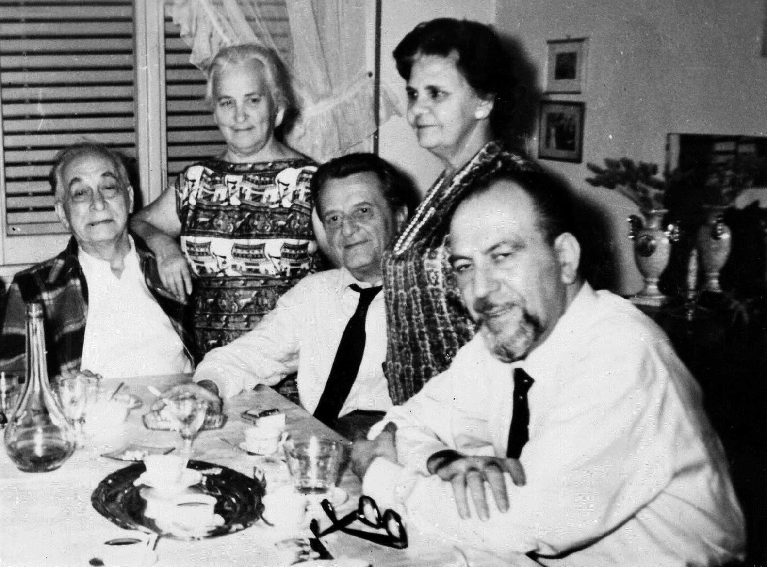 Sopar a casa de Borghi (Roma). D'esquerra a dreta: Armando Borghi, Pia Zanolli Misèfari, Mario Mantovani, Catina Ciullo i Umberto Marzocchi