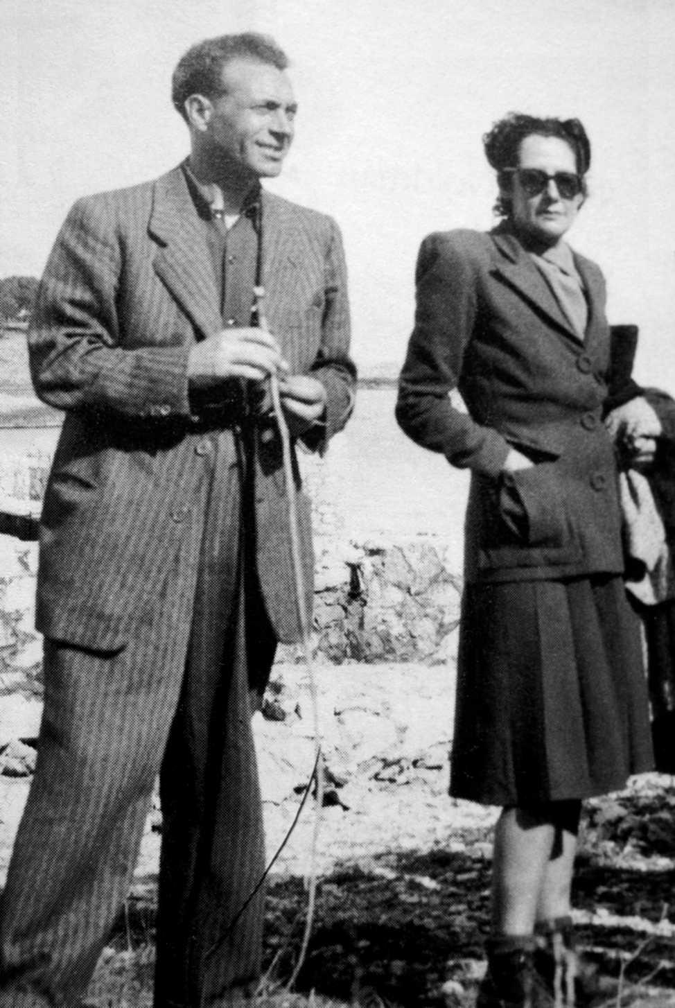 Mercedes Comaposada Guillén y su compañero Baltasar Lobo (París, 1948)