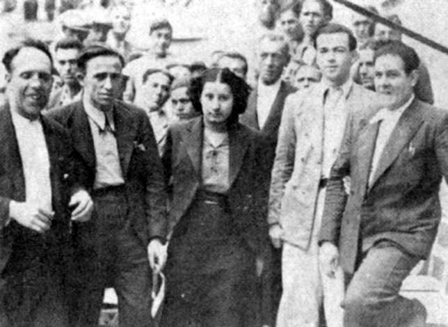 """Oradores en el míting celebrat a Màlaga per explicar les resolucions del Congrés de Saragossa de 1936. D'esquerra a dreta: Vicente Pérez (""""Combina""""), Francisco Ascaso, María Durán, Santana Calero i Josep Juan i Domènech"""