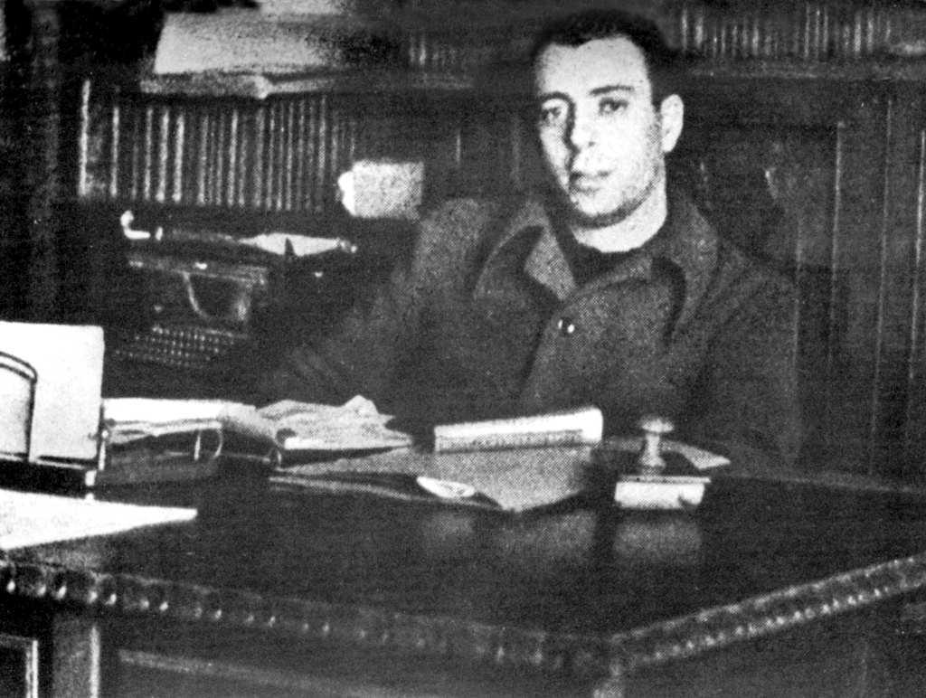 Eduardo Val Bescós al seu despatx de secretari del Comitè de Defensa Confederal del Centre