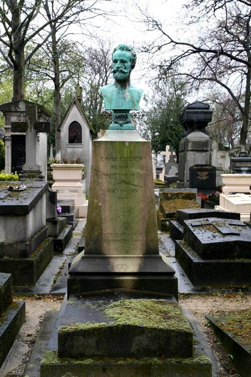 Tomba d'Émile Eudes al cementiri parisenc de Père-Lachaise (91 divisió, primera línia)