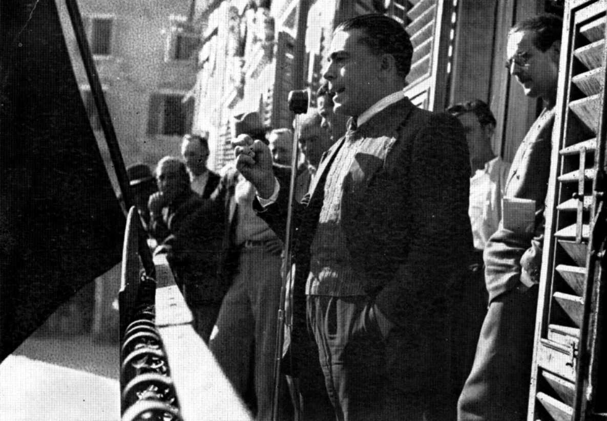 Alfonso Failla parlant en un míting