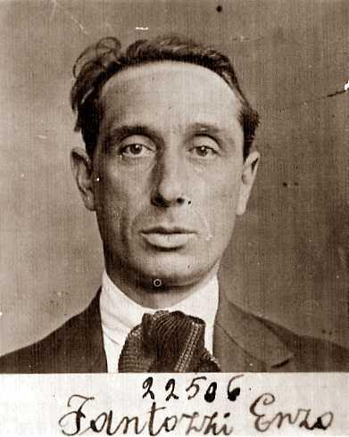 Fotografia d'una fitxa policíaca d'Enzo Fantozzi