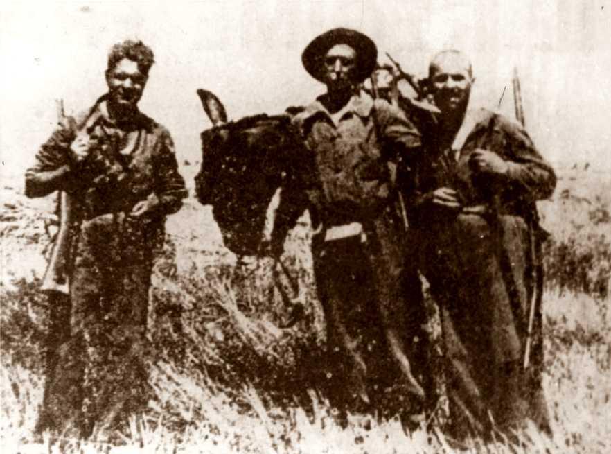 D'esquerra a dreta: Mario Angeloni, Enzo Fantozzi i Felice Vischioni, milicians de la «Columna Ascaso» (Monte Pelado, 1936)