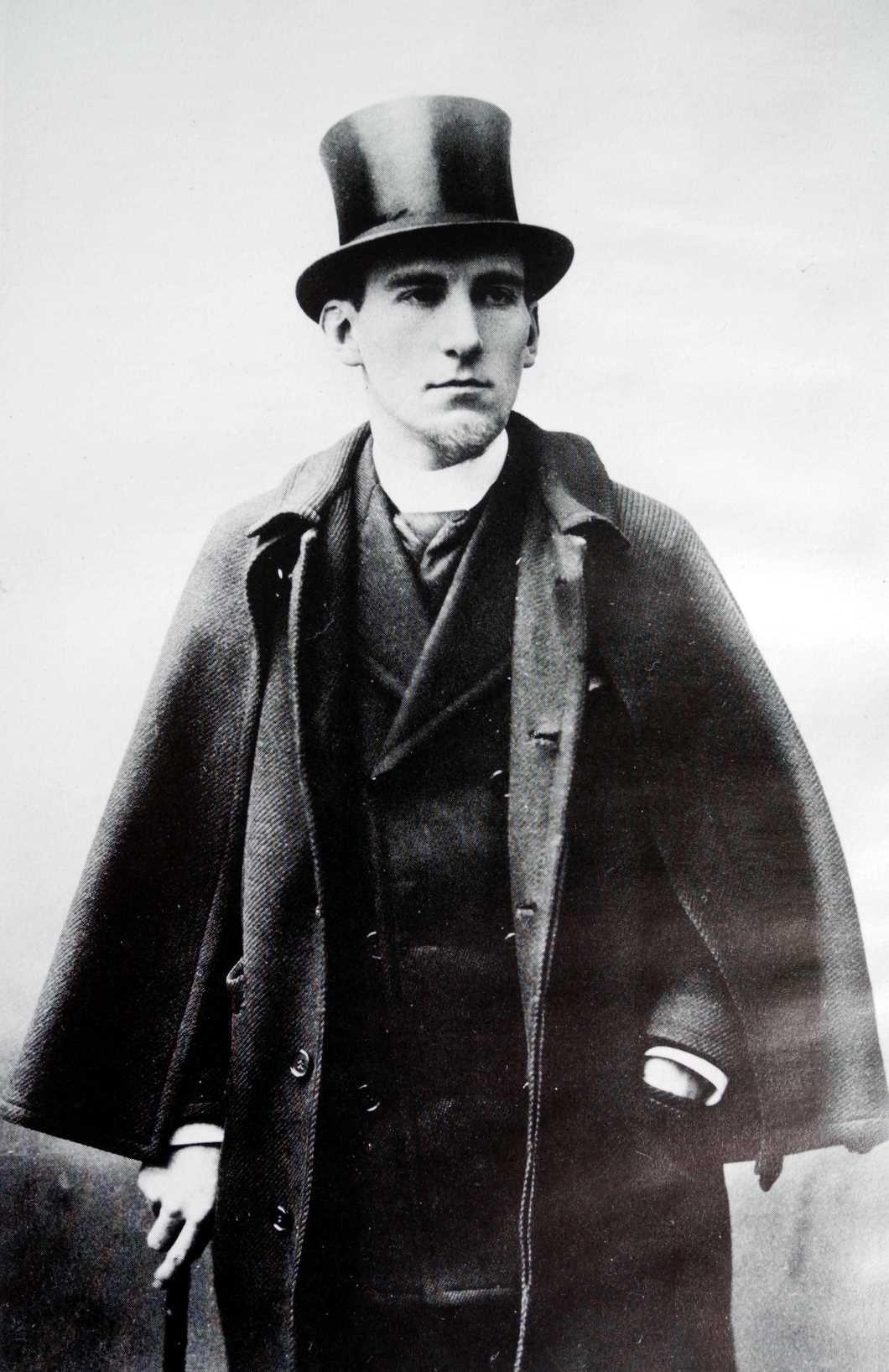 Félix Fénéon fotografiat per Paulhan (París, 1886)