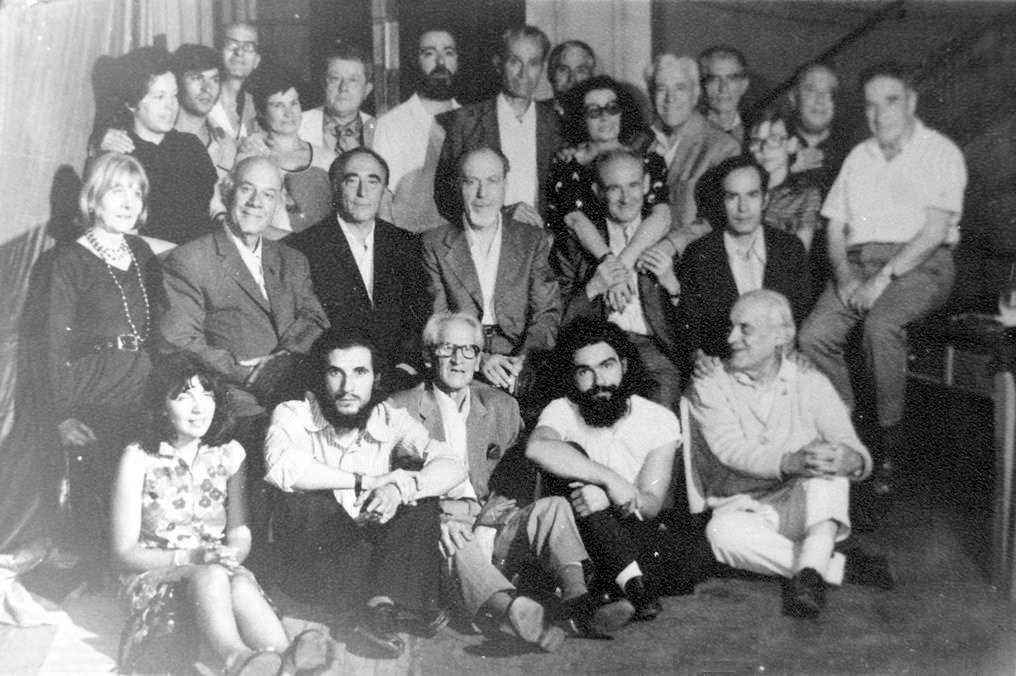 Isaac García Barba (sisè per l'esquerra del segon pla) en el Gran Congrés Anarquista celebrat el 19 de juliol de 1974 a Lisboa