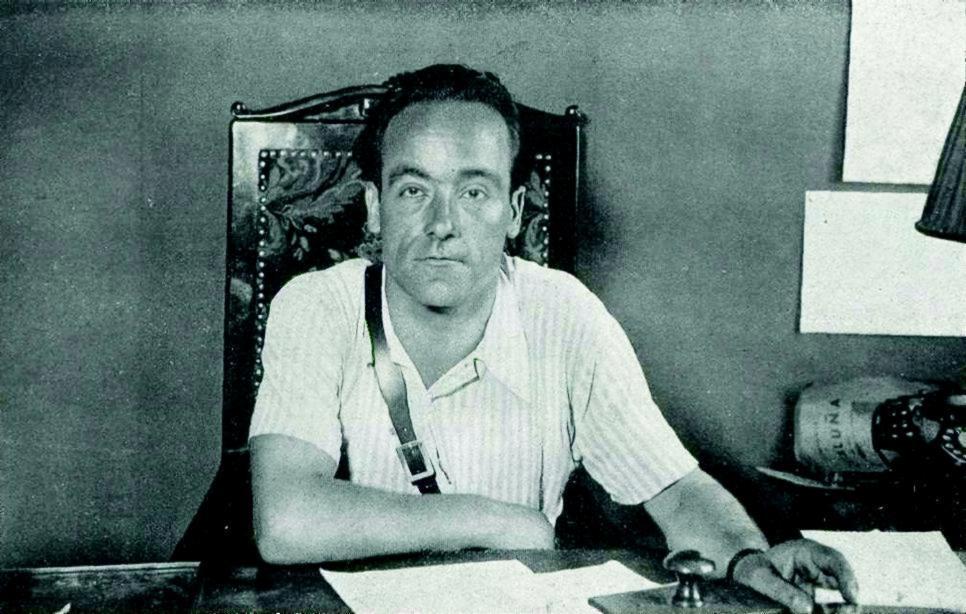 Joan García Oliver al seu despatx del Comité Central de Milicies Antifeixistes de Catalunya (1936)