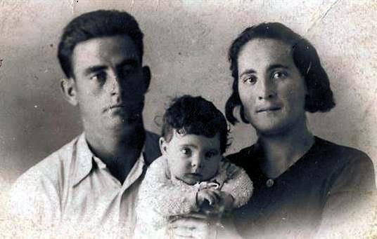 Valero Gil Ibars amb sa companya Felisa Royo i sa filla