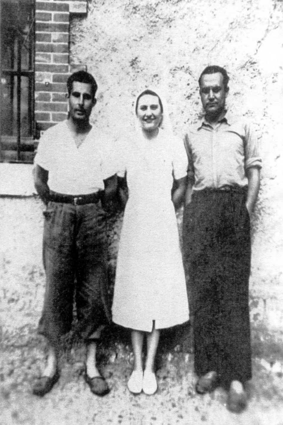 Diego Giménez Moreno (primer a l'esquerra) amb una infermera i un company també ferit a l'hospital d'Aush (1 d'abril de 1939)