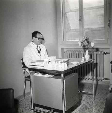 Ugo Gobbi al seu ambulatori de Rimini