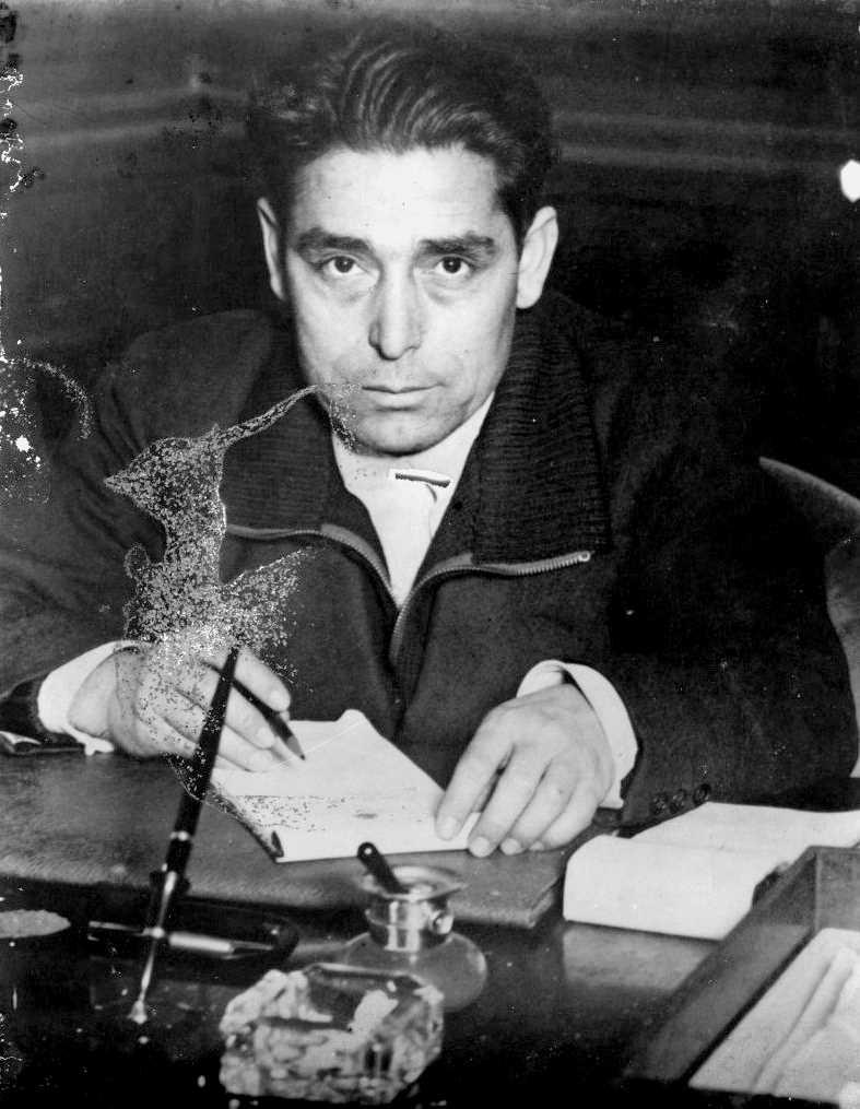 Manuel González Marín al seu despatx (ca. 1937)