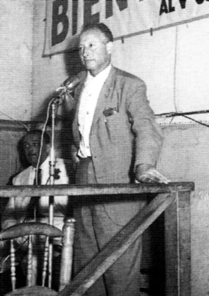 José Grunfeld en un acto público