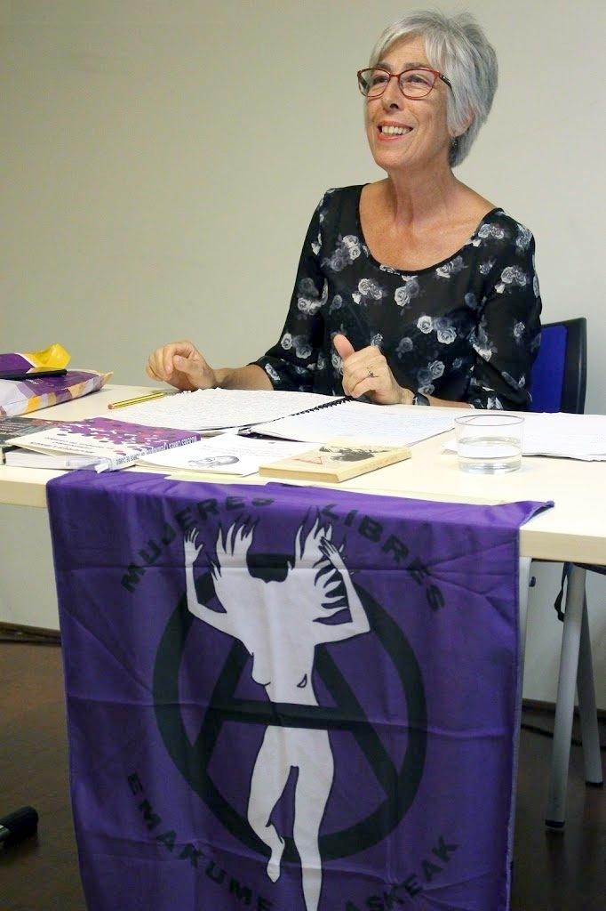 Carmen Gutiérrez Aira en una xerrada sobre «Mujeres Libres» (Basauri, 19 de setembre de 2018)