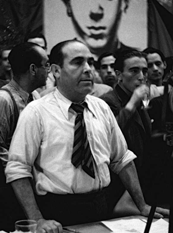Francisco Isgleas en un mitin de la CNT en el Olimpia de Barcelona (21-07-1937)