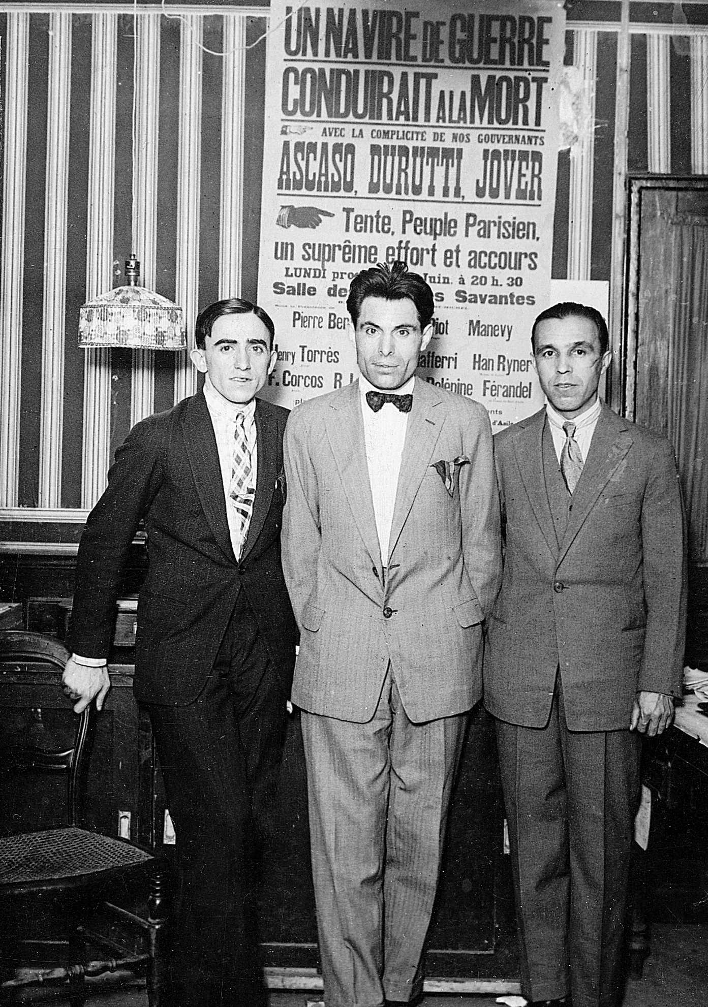 """Ascaso, Durruti i Jover a la redacció de """"Le Libertaire"""", pocs dies després de sortir de la presó (París, juliol 1927)"""