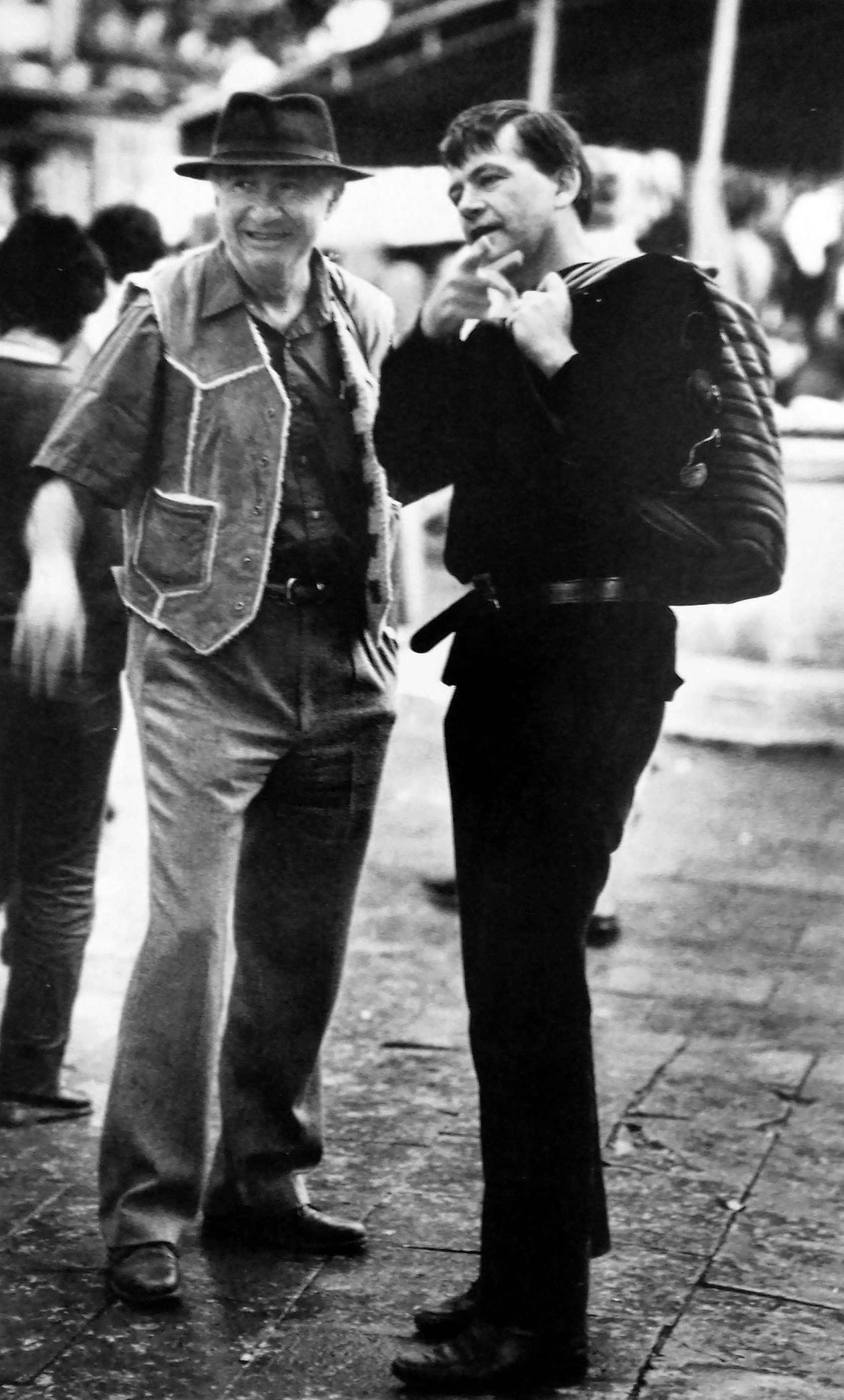 David Koven (esquerra) amb Bob James durant l'«Incontro Internazionale Anarchico» (Venècia, setembre de 1984)