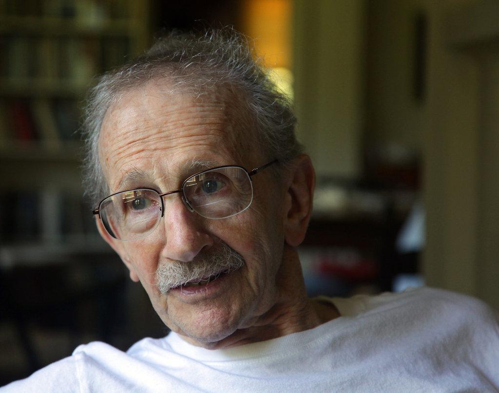 Philip Levine, amb 83 anys, fotografiat al seu domicili de Fresno per Jim Wilson