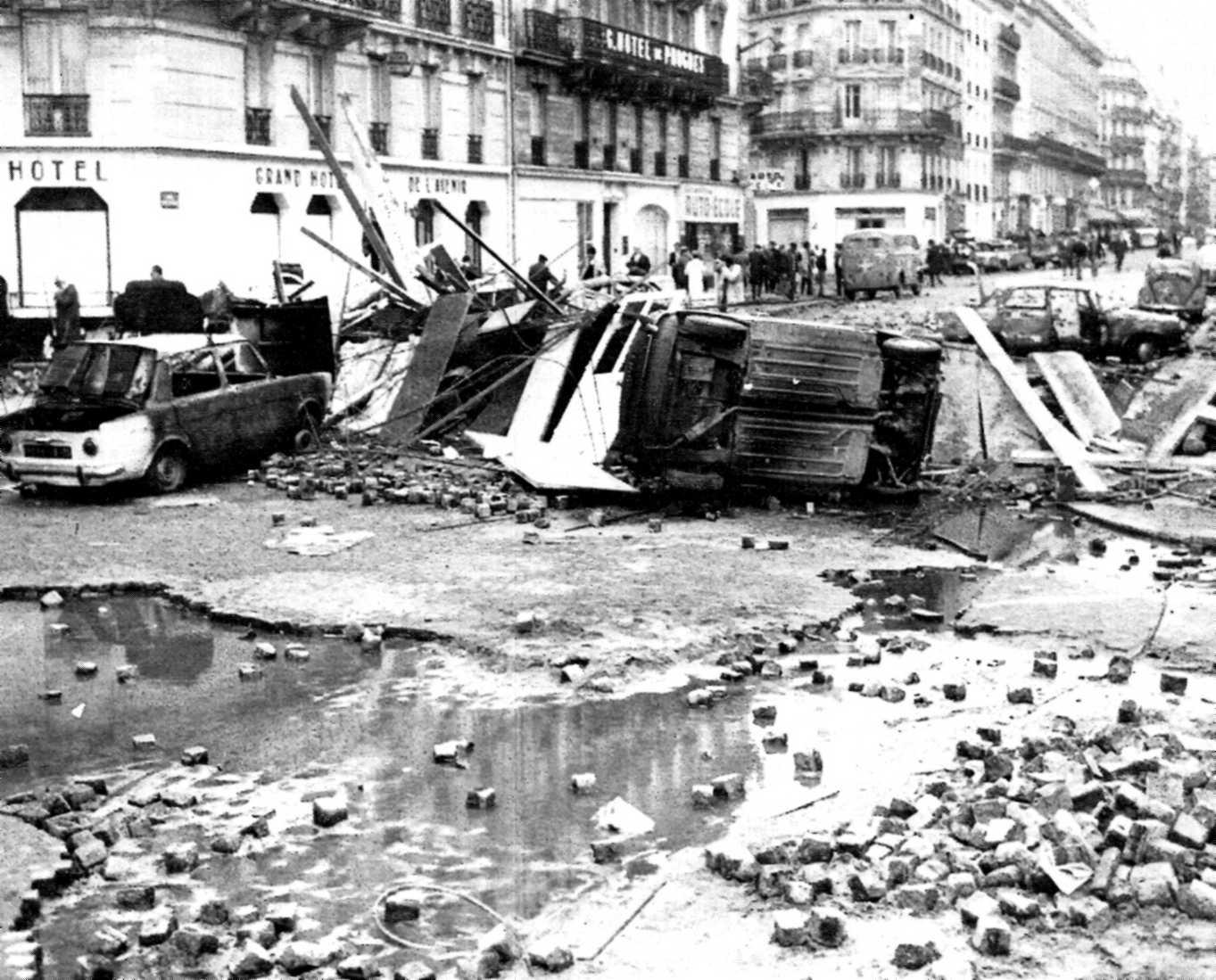 """L'endema de la """"Nit de les Barricades"""""""