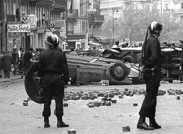 Novament barricades a París