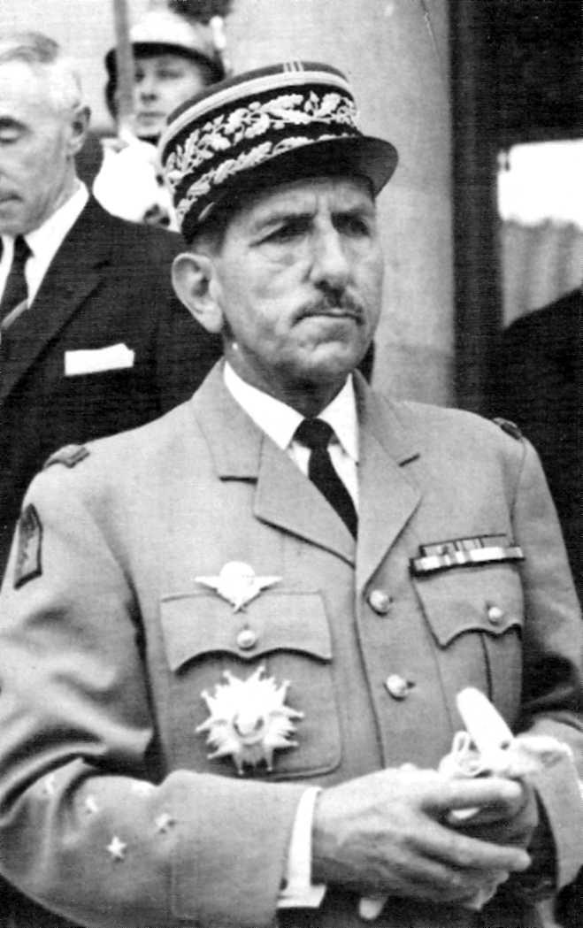 El general Massu, comandant en cap de les Forces Franceses d'Alemanya