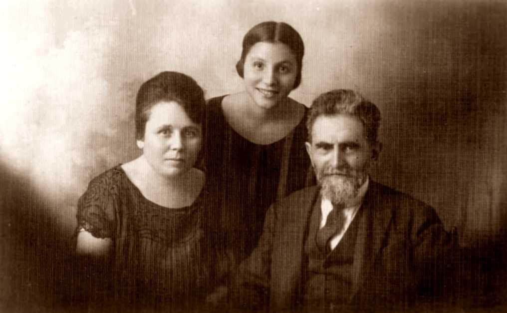 Elena Melli, sa filla Gemma Ramacciotti i Errico Malatesta (Roma, 14 de juliol de 1933)