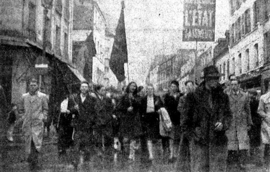 La manifestació pels carrers de París