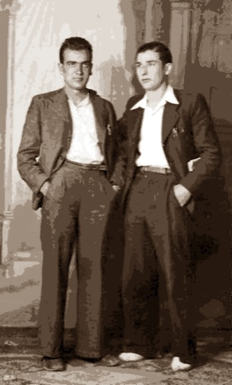 Federico Martínez Pérez (esquerra) amb l'obrer del vidre Ramon Molins, ambdós membres del grup anarquista «Brazo y Cerebro» de la FAI (1935)