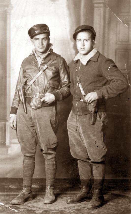 Federico Martínez Pérez (izquierda) y su compañero Guillén, combatientes de la Columna Durruti (diciembre de 1936)