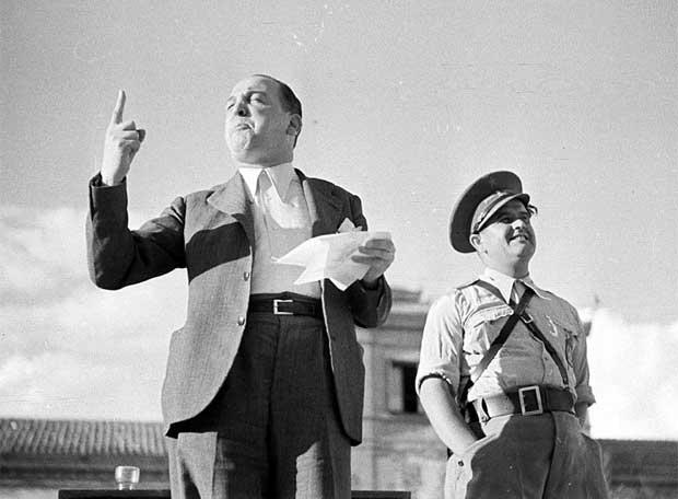 Melchor Rodríguez recita un poema a la bandera republicana (1938)