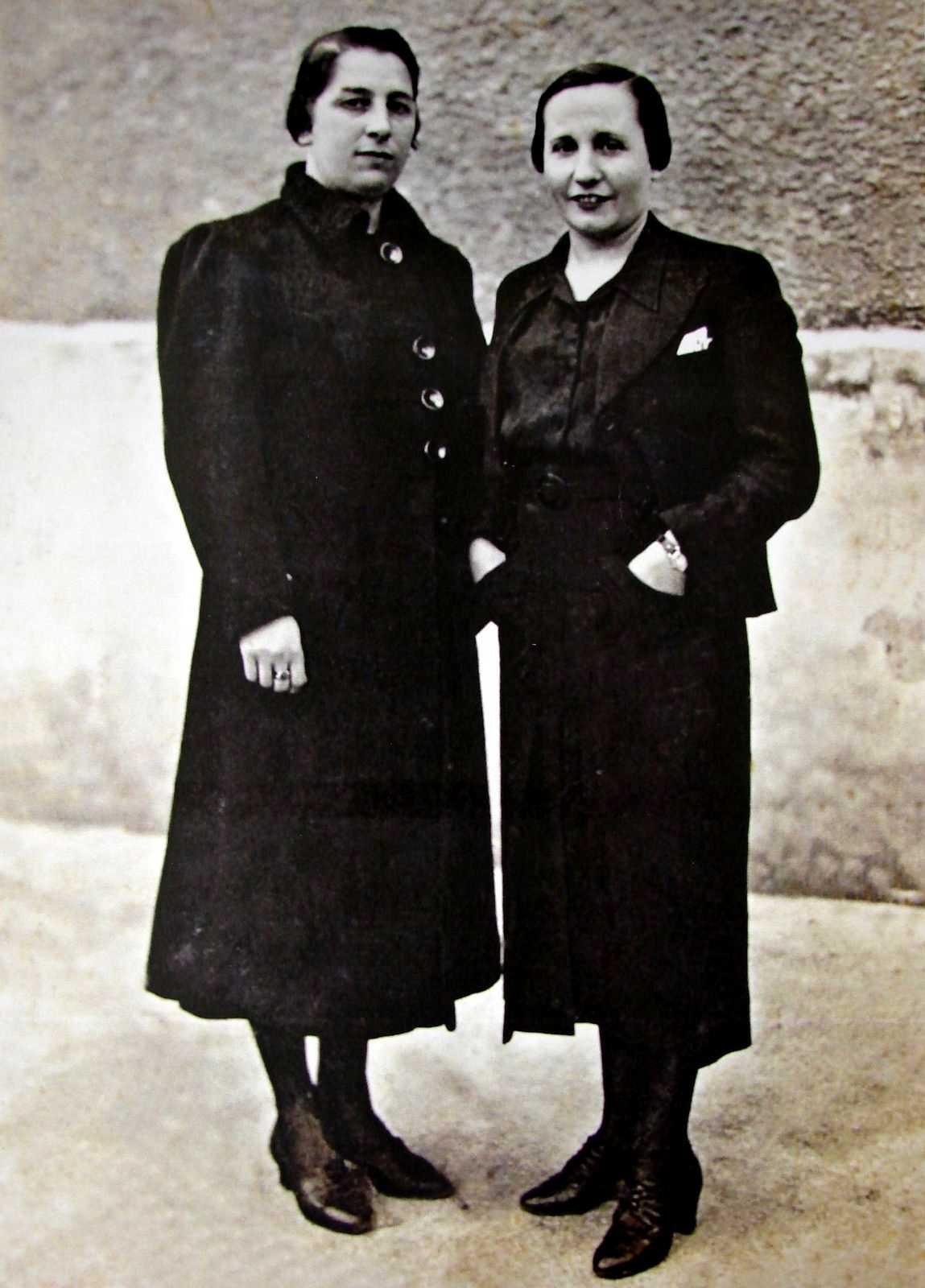 Urania Mella (esquerra) amb María Gómez a la presó de dones de Saturraran