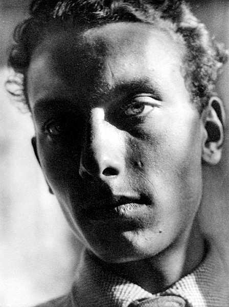 Rudolf Michaelis fotografiat per sa companya Margaret Michaelis (ca. 1932)