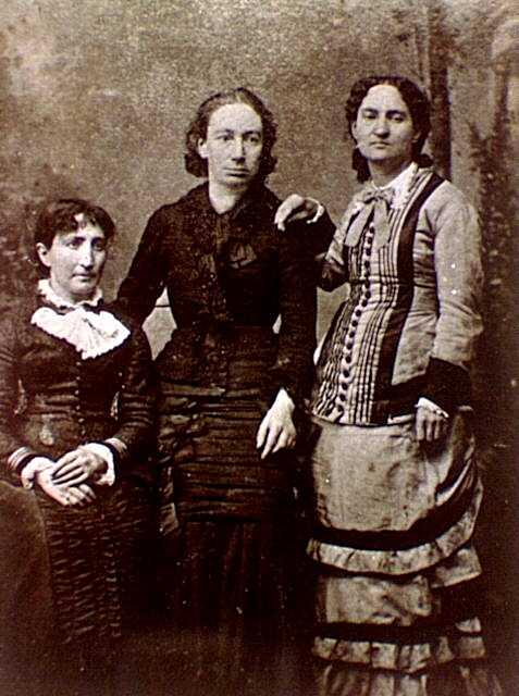 D'esquerra a dreta: Marie Ferré, Louise Michel i Paule Mink (Fotografia de J. M. Lopez)