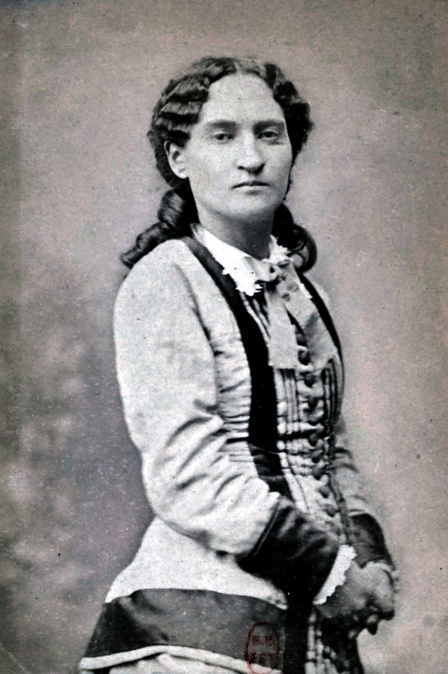 Paule Mink fotografiada per J. M. Lopez (ca. 1875)