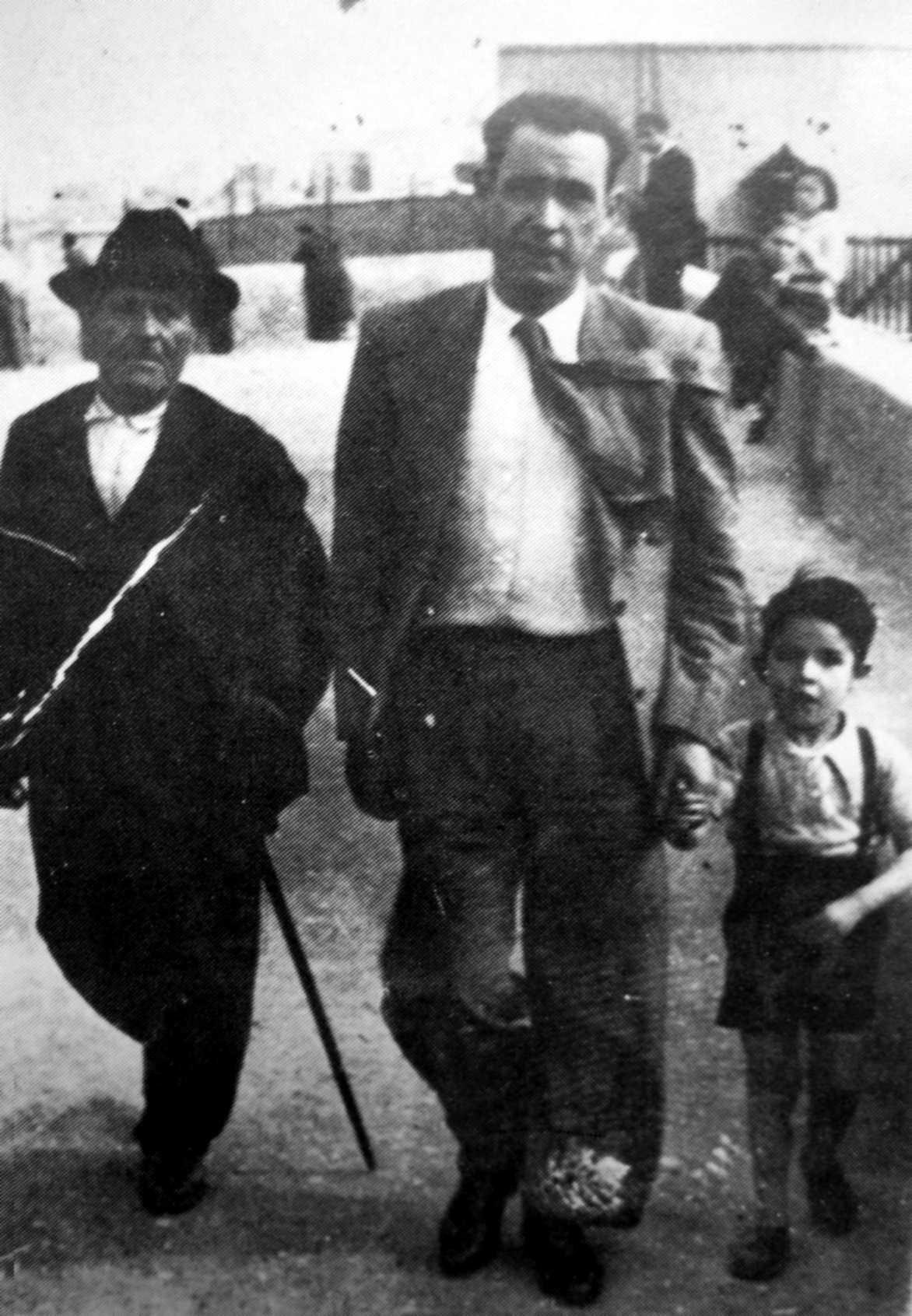 José Mira Martínez amb son pare i son fill Andrés a l'exili d'Orà