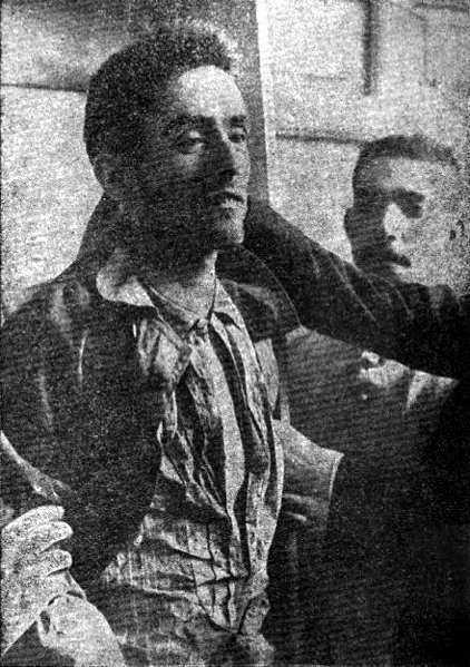 Fotografia del cos de Mateu Morral, exposat a l'Ajuntament de Torrejón de Ardoz juntament amb el cos del guarda jurat rural a qui prèviament havia matat (2 de juny de 1906)