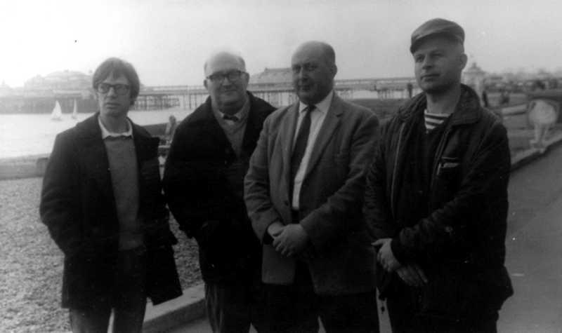 Quatre anarquistes. D'esquerra a dreta: Ted Kavanagh, Albert Meltzer, Arthur Moyse i Jim Duke (Brighton, 4 d'octubre de 1969)