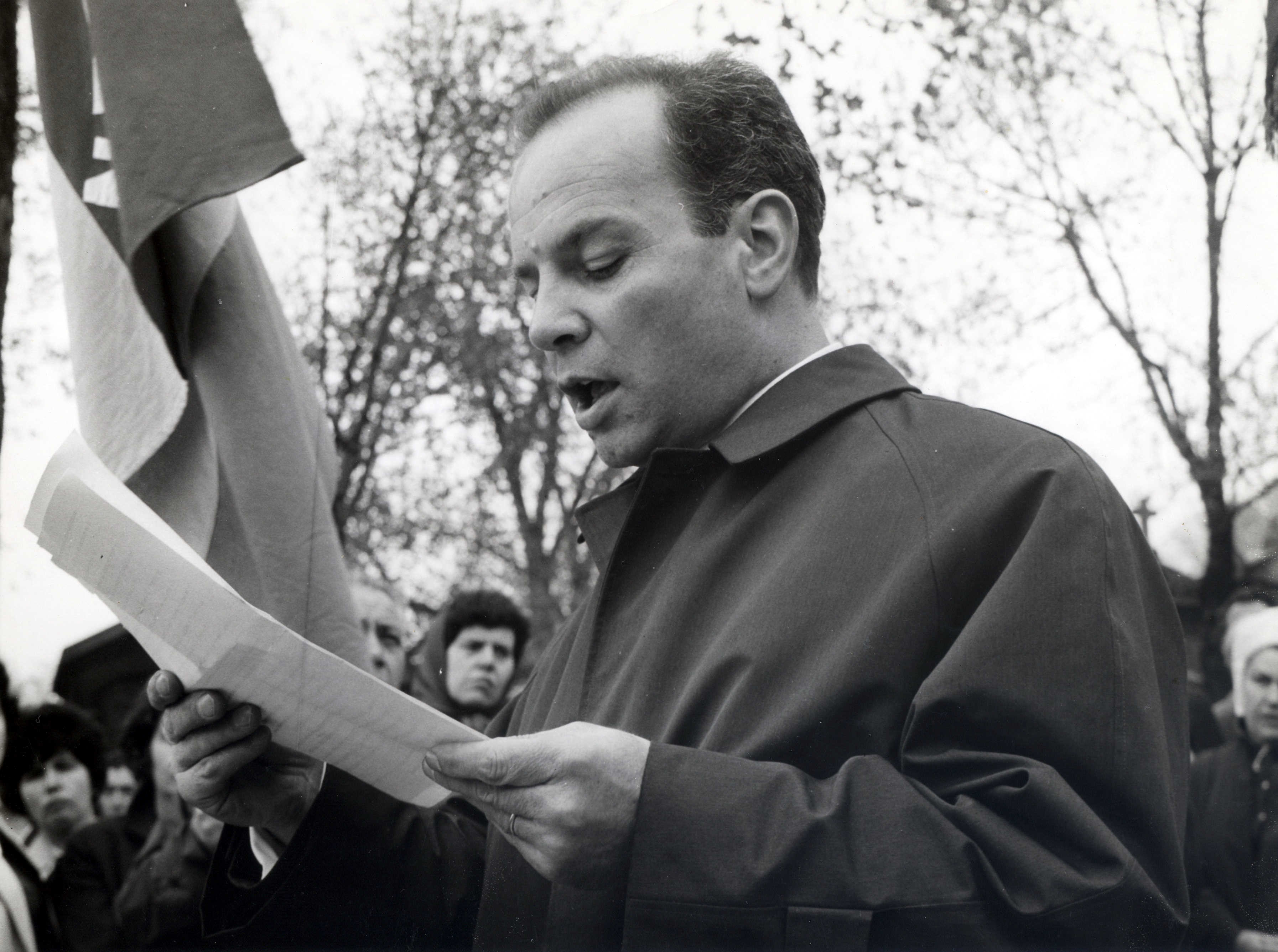 Ángel Olivares Gallego parlant en la inauguració del monument de la FEDIP a Père-Lachaise (13 d'abril de 1969)