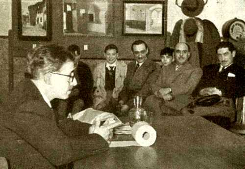 Álvaro Paradela Criado pronunciant una conferència (1957)